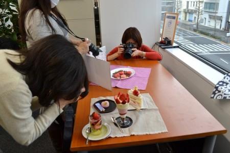 テーブルに肘をついてカメラを安定させること!